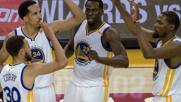 Steph Curry mendorong kemajuan Warriors