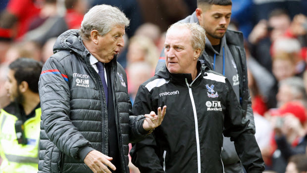 Crystal-Palace-manager-Roy-Hodgson-left-speaks-to-assistant-Ray-Lewington