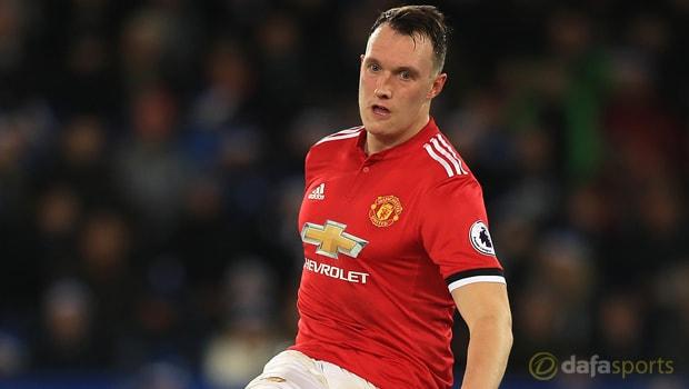 Phil Jones: Man United harus fokus ke empat besar