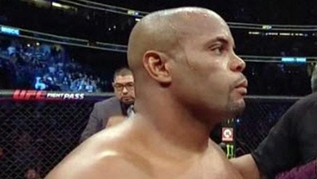 Miocic Mengalahkan Cormier Oleh Keputusan Suara Bulat Di UFC 252